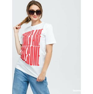 Girls Are Awesome tand Tall Tee bílé